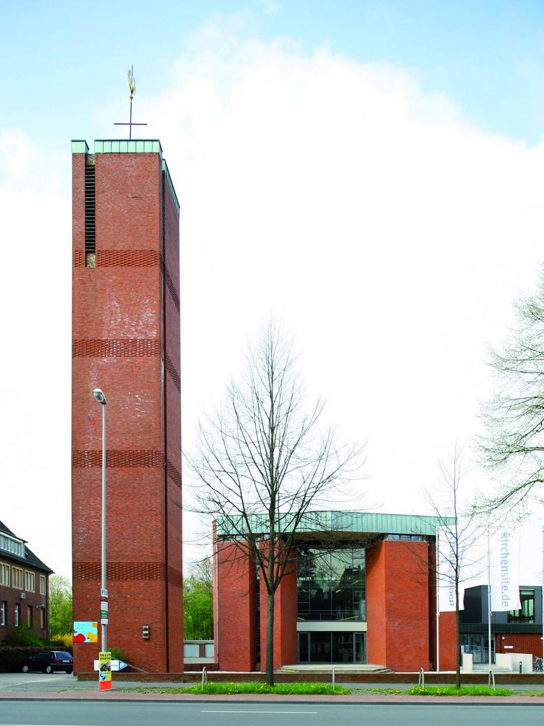 Wahrzeichen am Ring: Bonifatiuskirche (1963-65) von Kleffner/Kleffner-Dirxen, seit 2005 Verlagshaus - Foto: Roland Borgmann